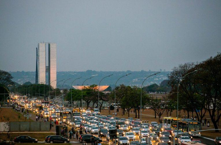 Eis o X da falta do ordenamento no trânsito em Brasília DF.