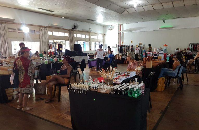 Visite a feira Mistura Fina no clube dos previdenciários na 712 sul.