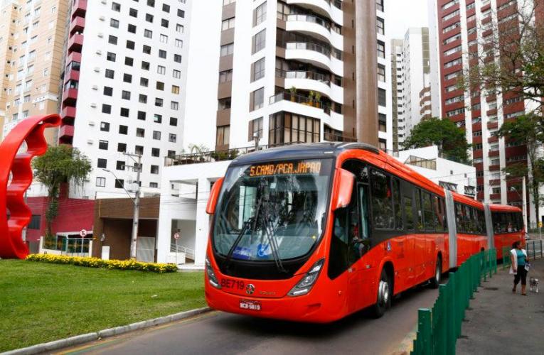Controle de velocidade testado em ônibus de Curitiba ganha estradas e países