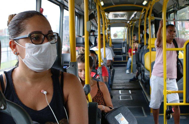 Mortes por Covid-19 têm mais relação com autônomos, donas de casa e transporte público